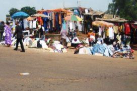 friperie-casse-vetement-habits-moins-cher-marche-vendeurs-acheteurs