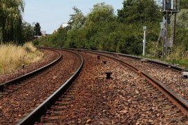 train-384038_640-770x439_c